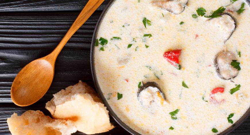 Sopa fría con crema de queso y anguila